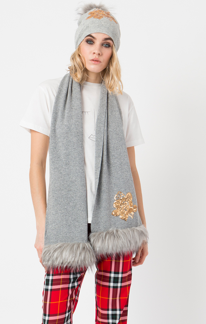 Grey scarf and hat